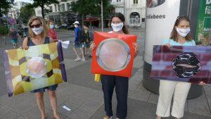 Kunst-Objekt als Protestbanner: Der Kopf des Diktators