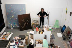 Lena Schramm in ihrem Atelier © Foto Malte Metag