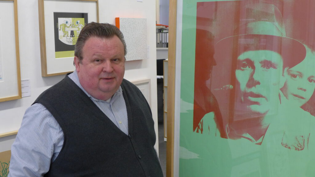 "Galerist Siegfried Sander (""Multiple Box"")"